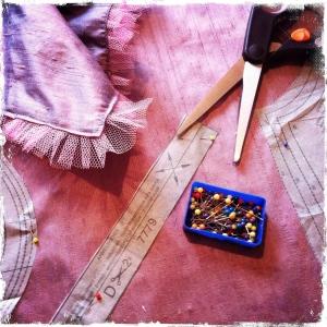 Fröken Signes nya kläder under färdigställande.
